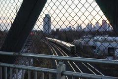 Fot- bro över järnväg linjer royaltyfria bilder