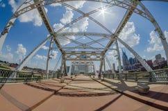 Fot- bro i centrum av Nashville, Tennessee Arkivfoto