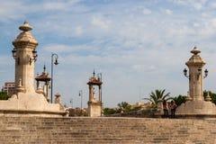 Fot- bro med statyer, Valencia, Spanien Fotografering för Bildbyråer