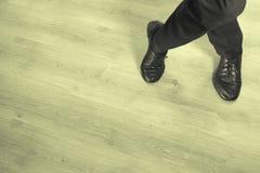 Fot dansare som dansar salsa arkivbild