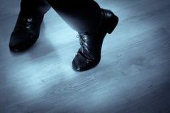 Fot dansare som dansar salsa arkivbilder