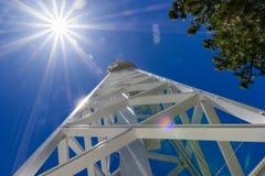 150 fot det sol- tornet överst av Mt Wilson (som byggs i 1910) används i första hand för att anteckna det magnetiskt fältfördelni royaltyfri bild