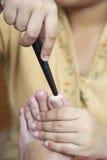 Fot för massageThailand massage med trä Royaltyfri Bild
