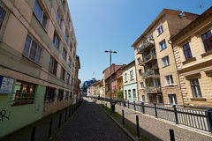 Fot- gränd i Cluj, Rumänien fotografering för bildbyråer