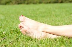 Fot på gräs Royaltyfri Foto