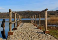 Fot- pir på en sjö Royaltyfria Bilder