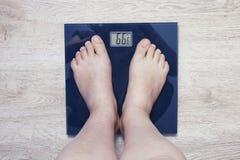 fot scales Överskottvikt Royaltyfri Fotografi