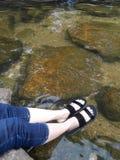 Fot som blöter i vattnet Royaltyfria Foton