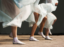Fot som dansar kvinnor Arkivfoto