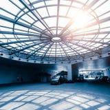Fot- tunnel av det runda glass taket Royaltyfri Foto