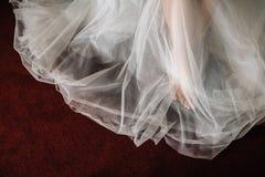Fot under klänningen Arkivbild