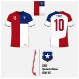 Fotbollärmlös tröja eller fotbollsats, mall för Chile medborgarefotbollslag Plan fotbolllogo på Chile flaggaetikett royaltyfri illustrationer