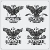 Fotboll, baseball, lacrosse och hockeylogoer och etiketter Emblem för sportklubba med korpsvart royaltyfri illustrationer