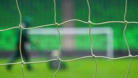 Fotboll- eller fotbollmål till och med det netto Ryssland världscup arkivfilmer