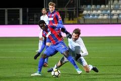 Fotboll eller fotbollsspelare i duell Royaltyfria Foton