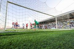 Fotboll eller fotboll Sikt bakifrån målet Royaltyfri Bild