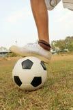 Fotboll för barnlek. Royaltyfria Bilder