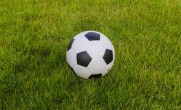 fotboll för burning exponeringsglas för aquaboll Royaltyfria Foton