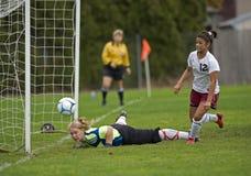 fotboll för flickamålhs Royaltyfria Bilder