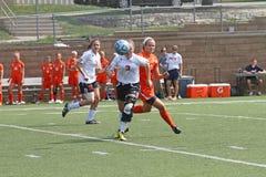 Fotboll för NCAA Womenâs royaltyfria foton
