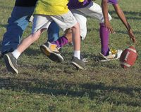 fotboll kissar wee Arkivfoton