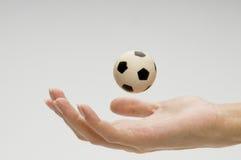 Fotboll klumpa ihop sig royaltyfri bild