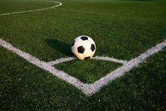 Fotboll klumpa ihop sig Arkivbild