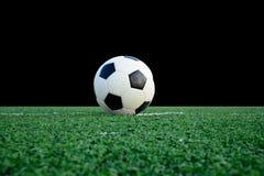Fotboll klumpa ihop sig Arkivbilder