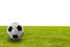 Fotboll klumpa ihop sig på gräset Fotografering för Bildbyråer