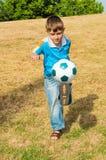 fotboll little spelare Fotografering för Bildbyråer
