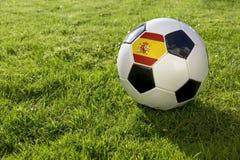 Fotboll med flaggan fotografering för bildbyråer