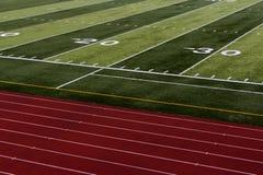 Fotboll och spårar Arkivfoto