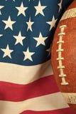 Fotboll på amerikanska flaggan Royaltyfri Bild