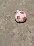Fotboll på jordningen Arkivfoton