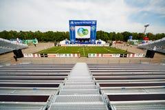 Fotboll parkerar med amfiteatern Royaltyfri Fotografi