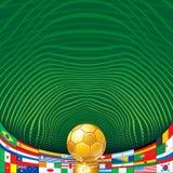 Fotbollbakgrund med den guld- koppen och flaggor. Arkivfoto