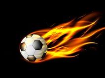 Fotbollboll i flammor på svart bakgrund, brinnande fotbollboll Royaltyfri Fotografi