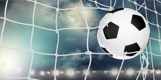 Fotbollboll i netto, närbildsikt fotografering för bildbyråer