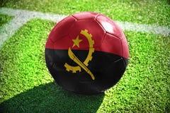 Fotbollboll med nationsflaggan av Angola Fotografering för Bildbyråer