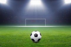 Fotbollboll, mål, strålkastare Arkivfoton