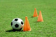 Fotbollboll och tratt. Fotografering för Bildbyråer