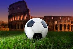 Fotbollboll på Colosseumen Royaltyfri Fotografi