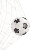 Fotbollbollen i ett mål förtjänar Arkivbild