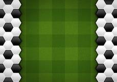 Fotbollbollmodell på grön modell Fotografering för Bildbyråer