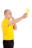 Fotbolldomarevisning dig det gula kortet Arkivfoton