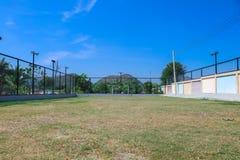 Fotbollfält i den lantliga semesterorten för turisten Arkivbild