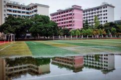 fotbollfält i skola Royaltyfri Foto