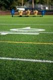 Fotbollfält med den falska släden för övning i bakgrund Fotografering för Bildbyråer