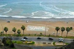 Fotbollfält med Miraflores på stranden royaltyfria foton