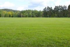 Fotbollfältet i ett land parkerar Royaltyfri Foto